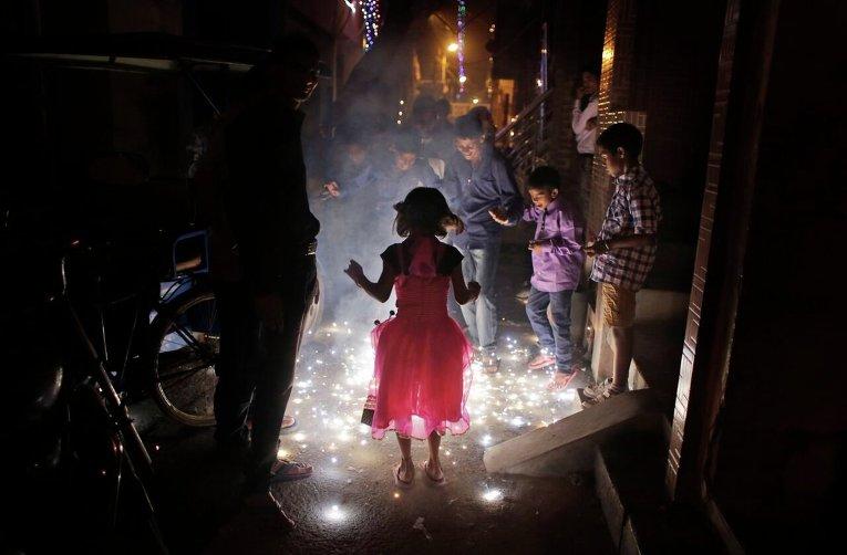 Праздник огней Дивали в Индии: сладости, хлопушки и нищие