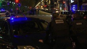 Двое террористов убиты в результате штурма концертного зала в Париже