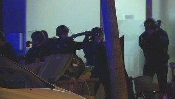 Два террориста взорвали себя в концертном зале в Париже во время штурма