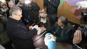 Александр Вилкул в день голосования на выборах мэра Днепропетровска