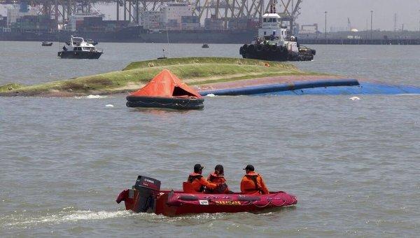 ВЮжной Корее пассажирский паром налетел нариф