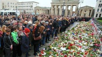 В Париже во время минуты молчания в память о жертвах терактов