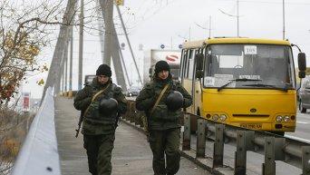 Национальная гвардия Украины патрулирует Киев в связи с терактами в Париже