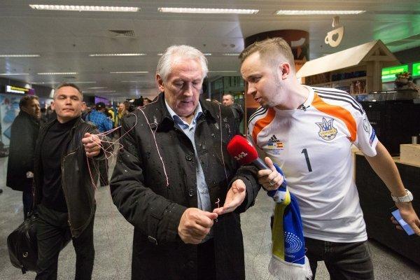 Встреча игроков и тренеров сборной Украины после выхода на Евро-2016