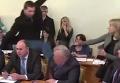 Парасюк бьет ногой Писного на заседании Антикоррупционного комитета Рады