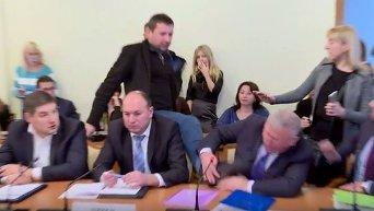 Парасюк побил депутата Писного. Видео