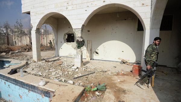 Солдаты Сирийской Арабской Армии (САА) на боевых позициях в пригороде Дамаска