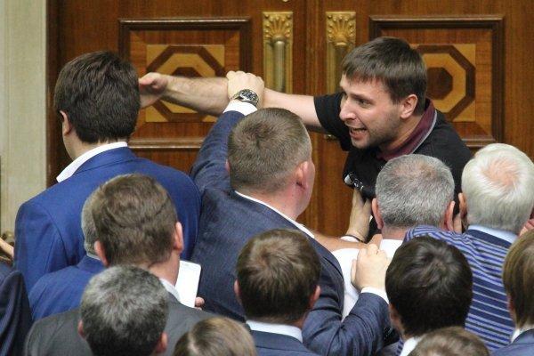 Потасовка нардепа Владимира Парасюка в Верховной Раде