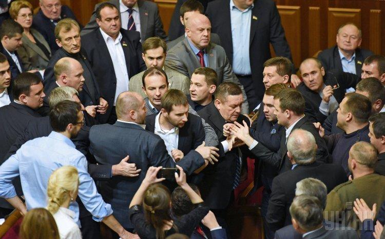 Потасовка Парасюка с нардепами от Блока Петра Порошенко