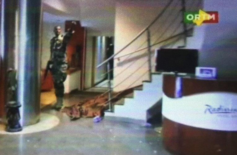Боевик в отеле Radisson Hotel Bamako в столице Мали (18+)