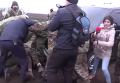 Массовая драка участников блокады Крыма и полиции. Видео