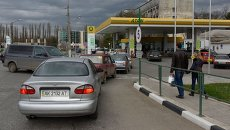 Очередь на заправку в Симферополе после прекращения энергоснабжения
