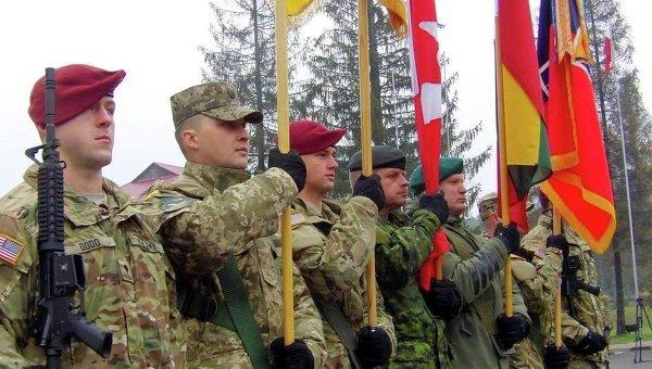 Военные инструкторы из США, Канады и Литвы во Львовской области. Архивное фото