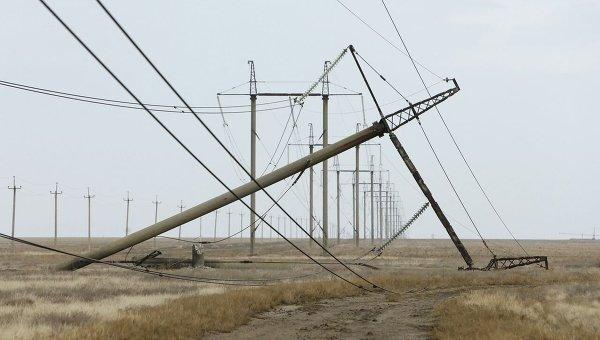 Поврежденная взрывом электроопора в Херсонской области. Архивное фото