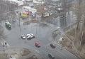В Харькове Lanos чудом не задел пешеходов и влетел в три автомобиля. Видео