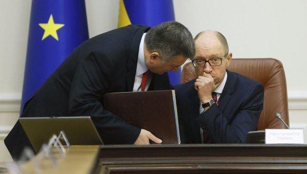 Глава МВД Арсен Аваков и премьер-министр Арсений Яценюк. Архивное фото