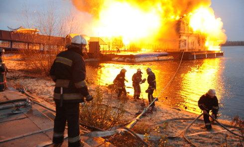 Как тушили сгоревший ресторан Веранда в Киеве