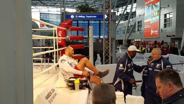 Тренировка Тайсона Фьюри в аэропорту Дуссельдорфа перед боем с Владимиром Кличко