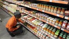 Продукты питания в украинском супермаркете. Архивное фото
