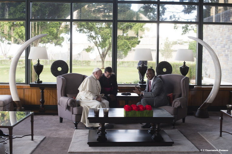 Президент Кении и Папа Франциск