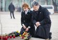 Порошенко с супругой почтили память жертв Голодомора 1932-33 гг в Украине