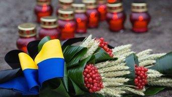 У памятника жертвам Голодомора 1932-33 гг в Украине