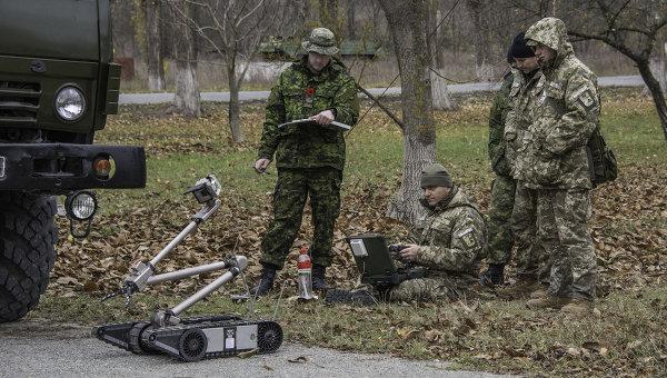 Украина получила от Канады военное оборудование для разминирования. Архивное фото