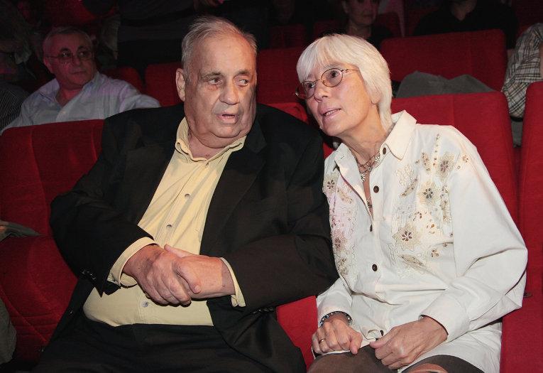 Кинорежиссер Эльдар Рязанов с супругой