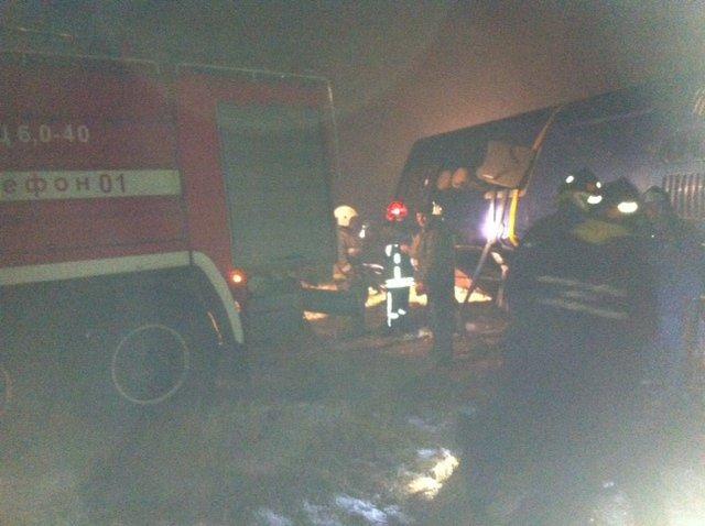 Спасатели на месте аварии автобуса, который направлялся из Москвы в Ростов и перевернулся под Воронежем