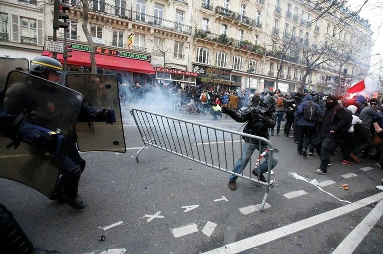 Беспорядки в Париже после демонстрации экологов накануне открытия международной конференции по климату COP21