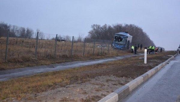 МЧС ДНР эвакуирует пострадавших вДТП савтобусом Москва— Донецк 2декабря