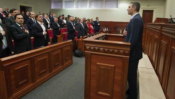 Виталий Кличко на заседании Киевсовета 1 декабря 2015 г.