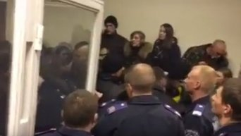 Потасовка в Печерском суде по делу Бузины. Видео
