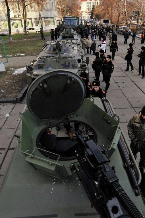 В Сумах провели выставку военной техники