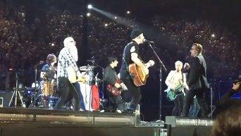 U2 и Eagles Of Death Metal в Париже. Видео