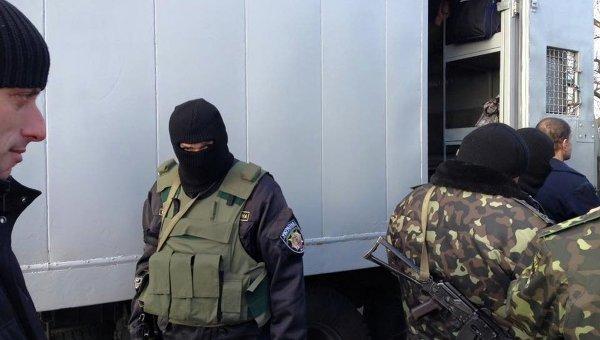 Украине переданы 20 осужденных из Енакиевского СИЗО
