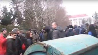 Мусорная люстрация главы профсоюзов Ровенской области. Видео