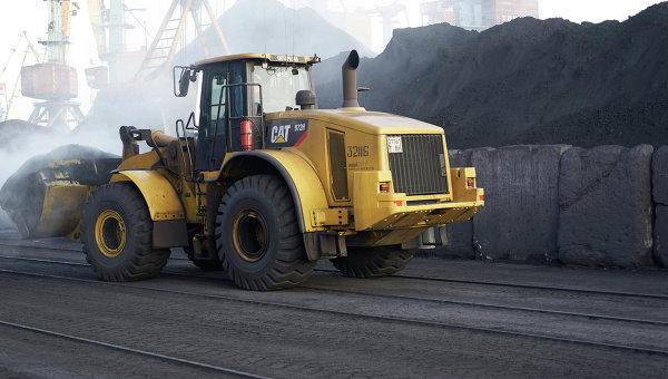 Разгрузка угля из ЮАР в порту Одессы