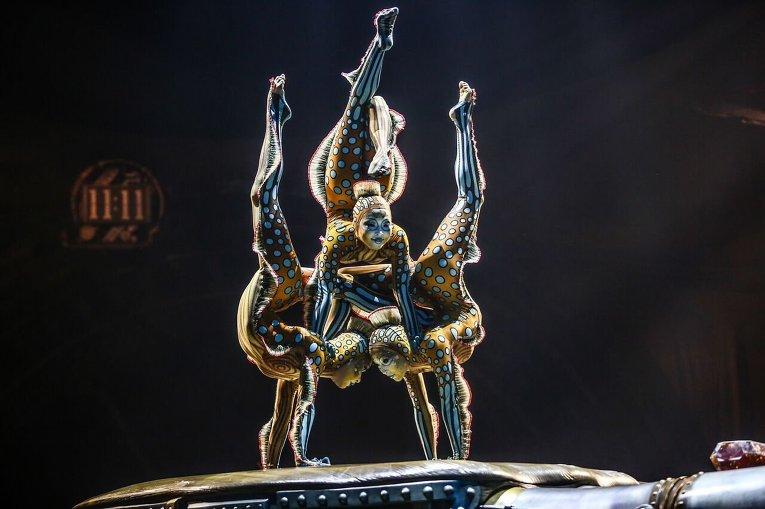 Выступление цирка Дю Солей в Лос-Анджелесе.