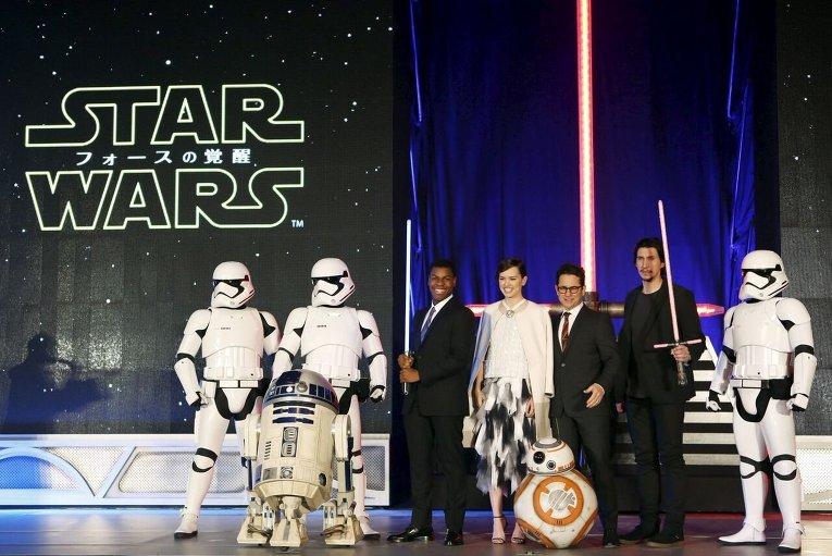 Фотосессия перед премьерой следующей части Звездных войн в Токио.