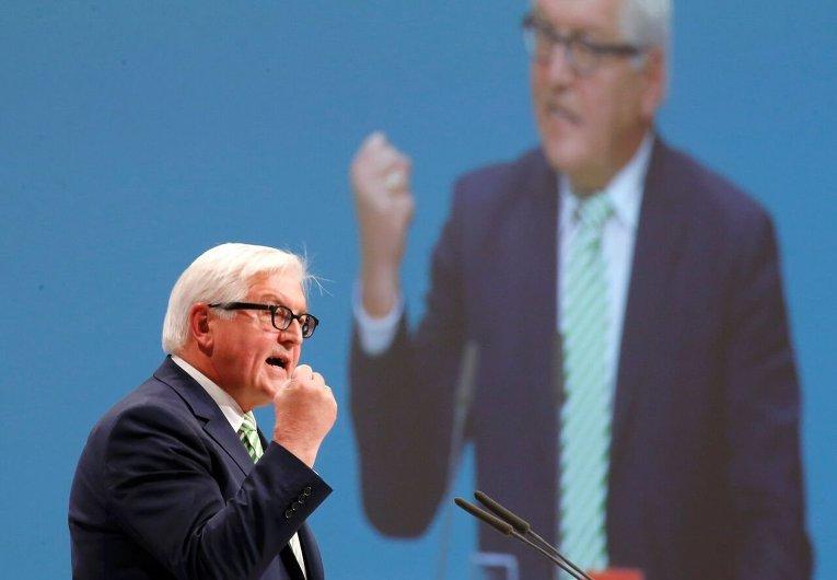 Министр иностранных дел Германии Франк-Вальтер Штайнмайер обращается к социал-демократам на съезде СДПГ в Берлине.