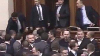 Арсений Яценюк после драки в Раде: дебилов много