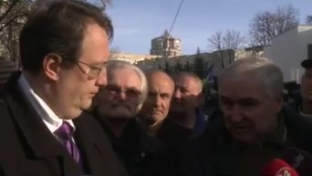Геращенко освистали на митинге милиционеров. Видео