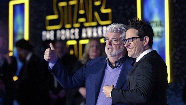 Создатель Звездных войн Джордж Лукас и режиссер Джей Джей Абрамс на закрытом показе фильма Звездные войны: Пробуждение силы в США