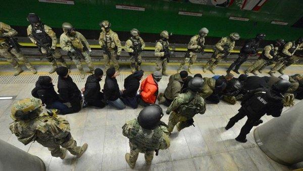 Антитеррористические учения полиции в метро Варшавы. Архивное фото