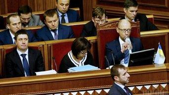 Члены Кабинета министров Украины во время внеочередного заседания Верховной Рады 17 декабря 2015 года
