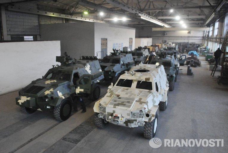 Бронетранспортеры Дозор - Б на Львовском бронетанковом заводе