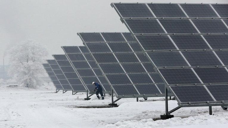 Солнечная электростанция в пригороде сибирского города Абакан, Хакасия, Россия