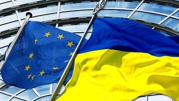 Флаги ЕС и Украины. Архивное фото