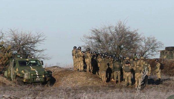 Подразделения ВДВ отрабатывают наступление на полигоне под Житомиром